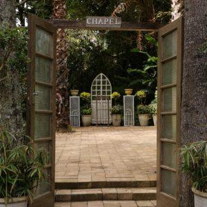 Swan-Lake-Gardens-img (10)